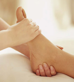 foot-massage-cramp-synergy-beauty-salon
